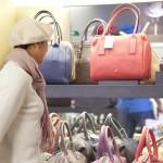 Jaka torebka do czerwonej sukienki?